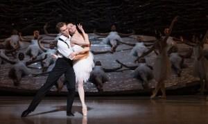 Australian-Ballet-SwanLake-01-Photograph-Ian-Gavan-Getty-Images-