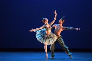Francesca-Velicu-and-Daniel-McCormick-performing-Le-Corsaire-©-Laurent-Liotardo