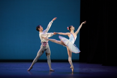 Rentaro-Nakaaki-and-Julia-Conway-dancing-Flames-of-Paris-c-Laurent-Liotardo-2